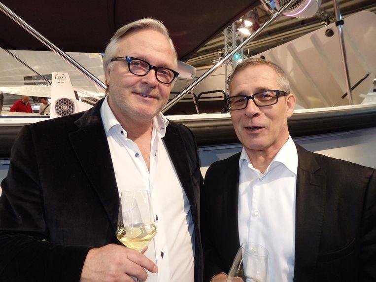 Ron van Doesburg (r), hier met Jan van Broekhuizen (Leads), heeft het wijnlabel Vino Túyyo en een hoop eigen grond, maar een wijngaard wil hij dat niet meteen noemen. Beeld Schuim