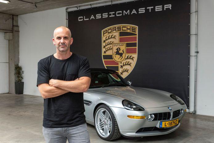 Jeroen Kooren bij een BMW Z8.
