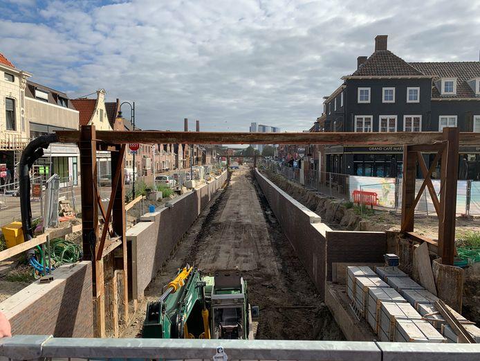 2020 09 04 Ontgraven middendeel haven en kabelbrug in beeld