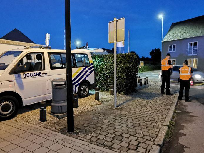 Ook de douane nam deel aan de verkeerscontrole.