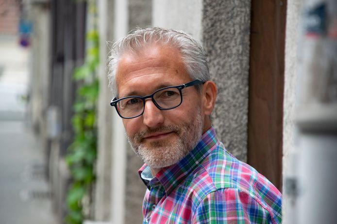 Björn Caekelbergh, directeur van Bond Zonder Naam, overleed dinsdag door een hartfalen tijdens het joggen. Hij werd 50 jaar.
