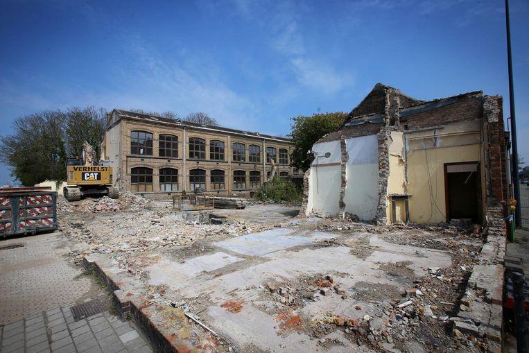Eén deel is nu gesloopt, wanneer de rest van de Vercaemerschool kan afgebroken worden, is voorlopig nog niet zeker.