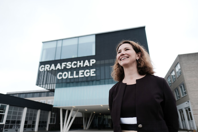 Bestuursvoorzitter Mirjam Koster is tevreden over de leerlingenstromen op het Graafschap College.