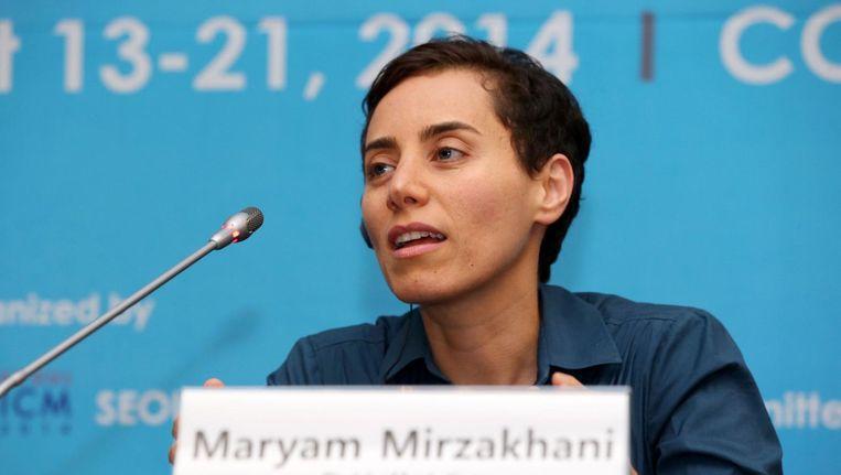 Mirzakhani tijdens een persconferentie nadat zij de Fields Medal in ontvangst heeft genomen in Seoul op 13 augustus 2014 Beeld afp