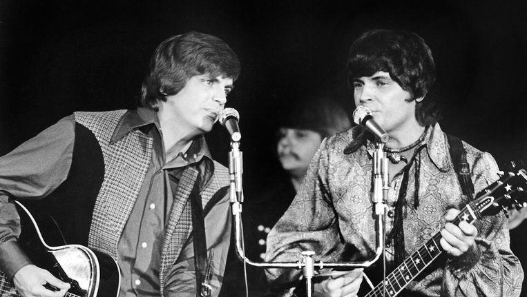 Phil Everly (L) samen met zijn broer Don. De foto stamt uit 1970 Beeld Reuters