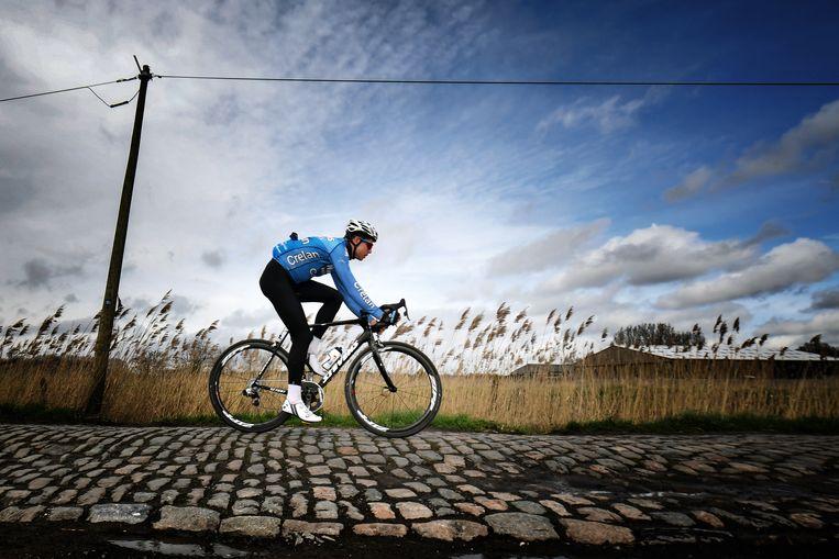 Wout van Aert, hier op de kasseien van Roubaix, heeft in theorie nog een contract tot eind 2019 bij Sniper Cycling. 'Dat wil ik herzien.' Beeld BELGA