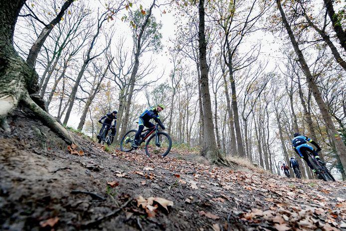 Het verleggen van de blauwe mountainbikeroute bij Holten wacht nog op de natuurtoets door een ecoloog.