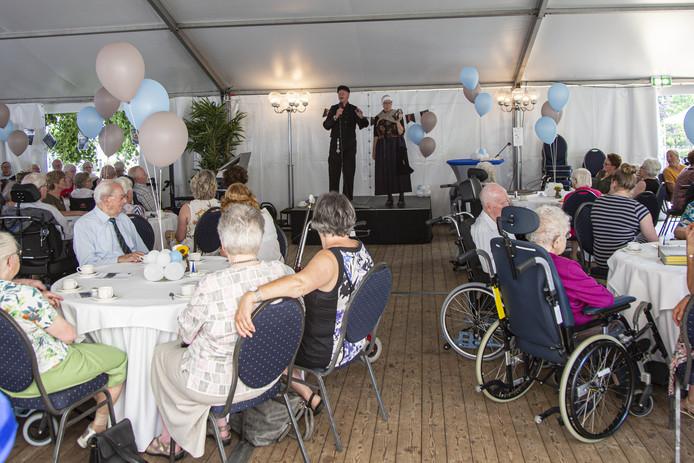 Zorginstelling de Schutse bestaat 25 jaar. Er zijn deze week tal van feestelijke activiteiten samen met veel vrijwilligers.