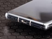 Smartphone laadt niet op? Zo maak je de oplaadpoort het beste schoon