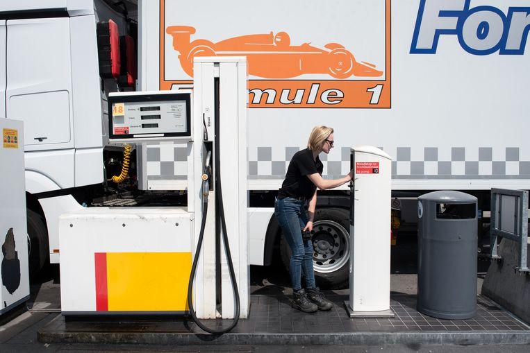 La camionera Sophie (19) sueña con su propia empresa y un transporte excepcional