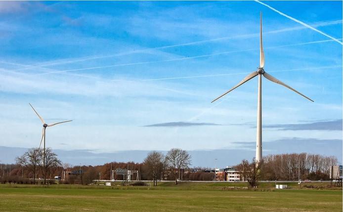 Daar staan ze dan, fier in het landschap. De windmolens draaien niet altijd en staan soms stil. Ze produceren in hun eerste jaar minder energie dan verwacht.