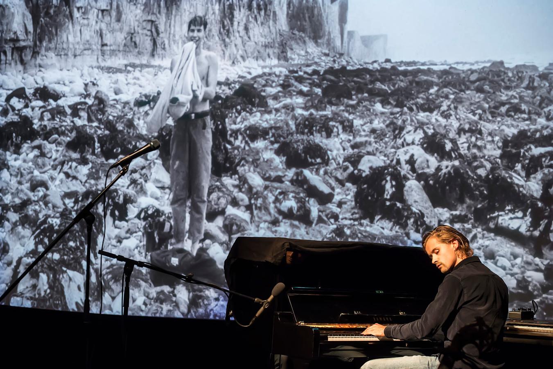 Werk van de Belgische fotograaf Seppe Vancraywinkel wordt van muziek voorzien door Sjoerd van Eijck.