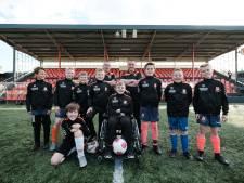 Tim (13) kan ondanks zijn spierziekte sporten dankzij zijn teamgenoten