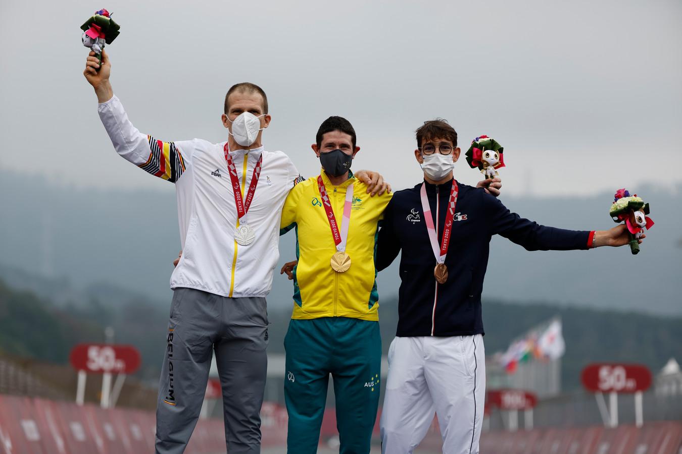 De medailleceremonie, met Vromant links in beeld.