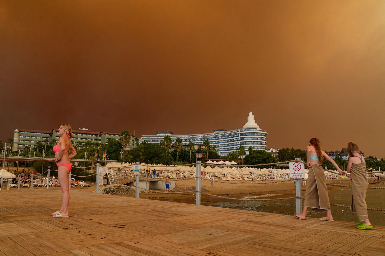 Bij de toeristische plaats Manavgat, een uur van Antalya, zijn heftige bosbranden.