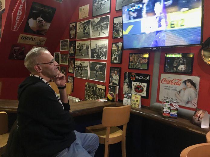 Christiaan kijkt op café dan maar naar Beerschot tegen Anderlecht.