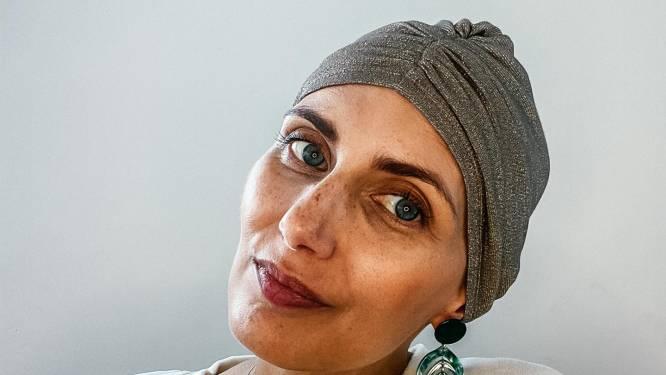 """COLUMN. Lara Switten (35), mama van 3 die strijdt tegen kanker: """"Nooit gedacht dat ik mijn verjaardag zo zou vieren: kaal, in een rolstoel en zonder een glas bubbels"""""""