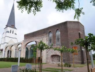 Tentoonstelling van religieus erfgoed in Sint Ghislenuskerk in Waarschoot
