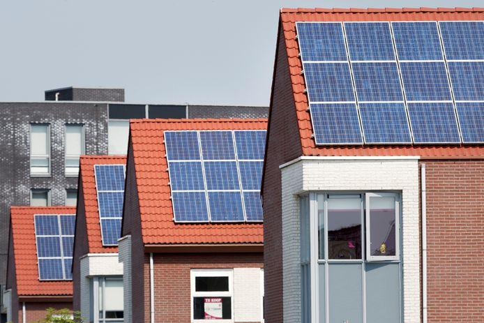 Zonnepanelen op daken, foto ter illustratie
