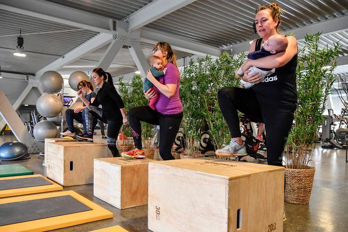 Pas bevallen moeders kunnen in Meirdam Sport terecht voor 'Mommy Bootcamps'. De sportsessies dienen om te herstellen na zwangerschap en om conditie en kracht weer op te bouwen.