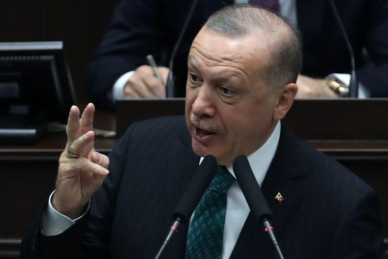 Volgens HP/De Tijd staat in het rapport van de NCTV 'dat de Turkse president Erdogan een bewuste islamiseringsstrategie uitvoert en ruimte geeft aan salafistische, soms jihadistische organisaties, die tevens invloed hebben op Turks-Nederlandse instellingen in ons land'. Beeld AFP - Adem Altan