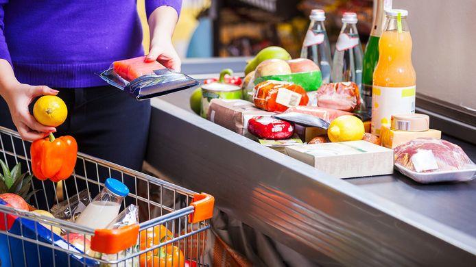 Boodschappen doen: Consumentenbond vindt dat er betere regels moeten komen voor verpakkingen.