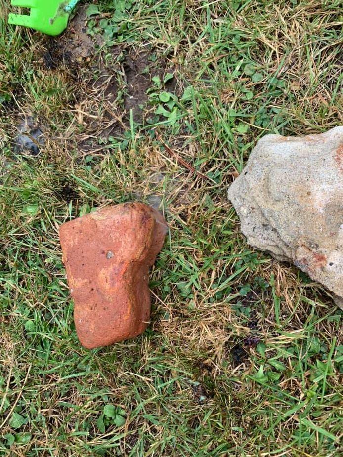 De met fosfor besmette steen die vlam vatte.