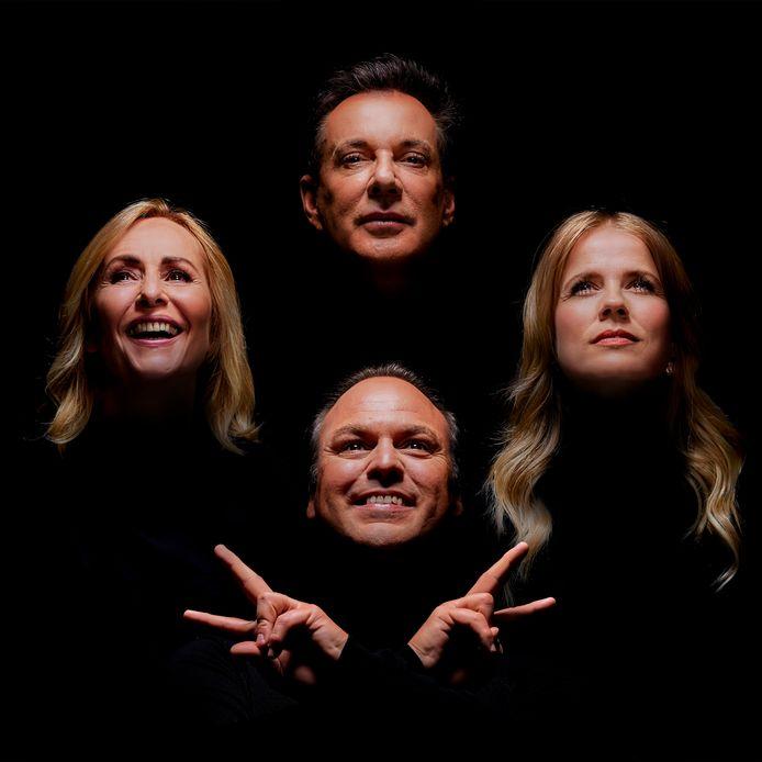 The Voice Senior 2020 met de coaches Angela Groothuizen, Gerard Joling, Frans Bauer en Ilse de Lange als platenhoes van Queens Bohemian Rhapsody.