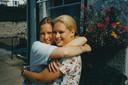 Nadia en Lucinda van de Ven in hun jonge jaren samen.