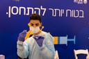 Tel Aviv, Israel. Moins de deux semaines après le début de sa campagne de vaccination, Israël a vacciné plus de 10% de sa population. Des chiffres qui suscitent les louanges internationales.