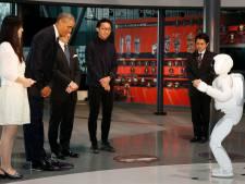 Obama joue au foot avec un robot japonais