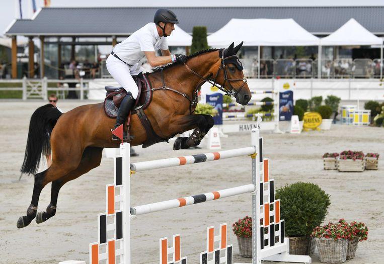 Marc Houtzager met Sterrehofs Dante in actie tijdens het NK Springen in Kronenburg. Beeld ANP