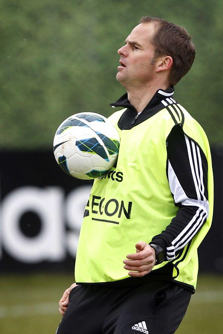 2013-03-01 AMSTERDAM - Trainer Frank de Boer tijdens de training van Ajax in de Amsterdam ArenA. De voetbalclub speelt dit weekend tegen FC Twente. ANP BAS CZERWINSKI Beeld ANP