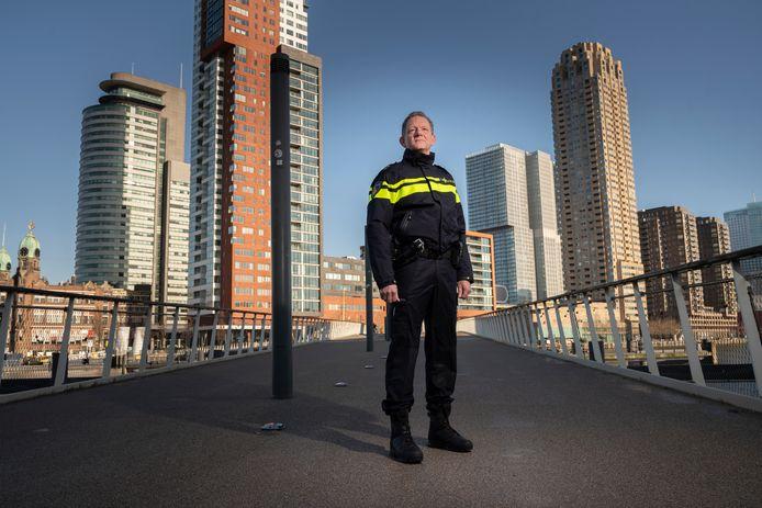 Bijna geruisloos is Fred Westerbeke vandaag begonnen als de nieuwe baas van de Rotterdamse politie.