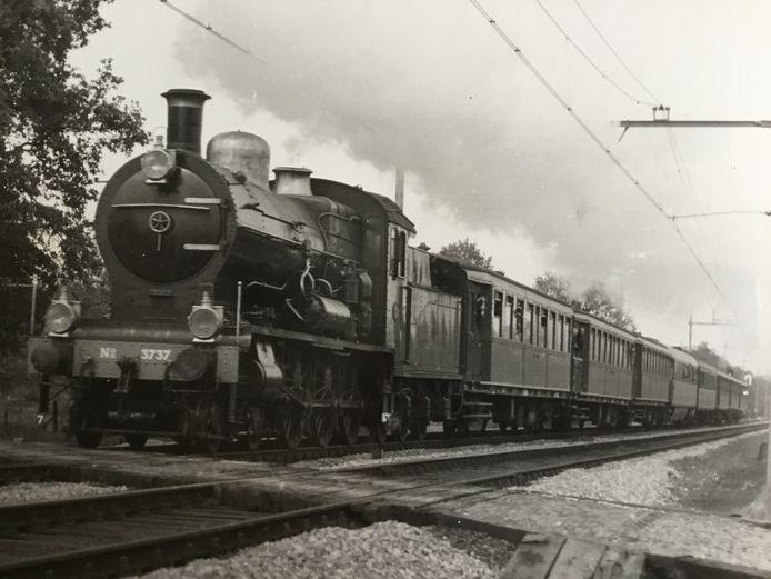 Oude stoomtrein die eerder reed op de lijn Nijmegen – Den Bosch.