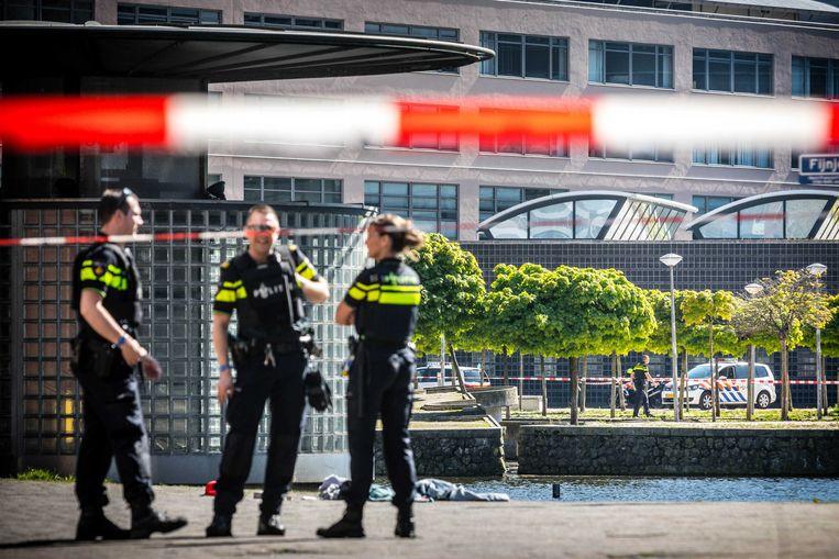 Politie nabij het plaats-delict in Den Haag. (Archieffoto 5 mei 2018).