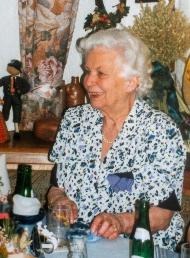 Charlotte Hentke, de moeder van Hans van Nooijen, stierf op 18 september.