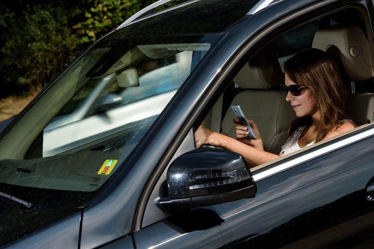 Elk jaar sterven ruim 30 Belgen door gsm-gebruik achter het stuur. Beeld photo_news