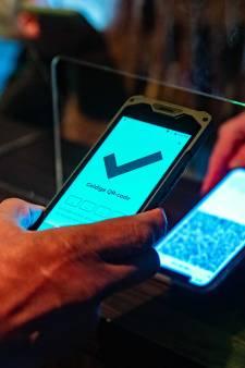 'Sluit mensen zonder slimme telefoon niet uit van etentje of vakantie'