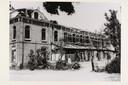 De Zutphense Buitensociëteit, zwaar beschadigd door de projectielen en granaatscherven uit de munitietrein.