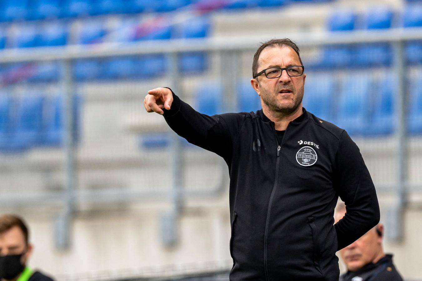 Zeljko Petrovic zag zijn ploeg de belangrijke uitwedstrijd tegen ADO Den Haag overtuigend winnen.