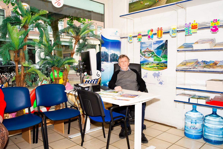Ab Polak van reisbureau Nova: 'Mensen uit de buurt weten ons te vinden.' Beeld Marjolein van damme