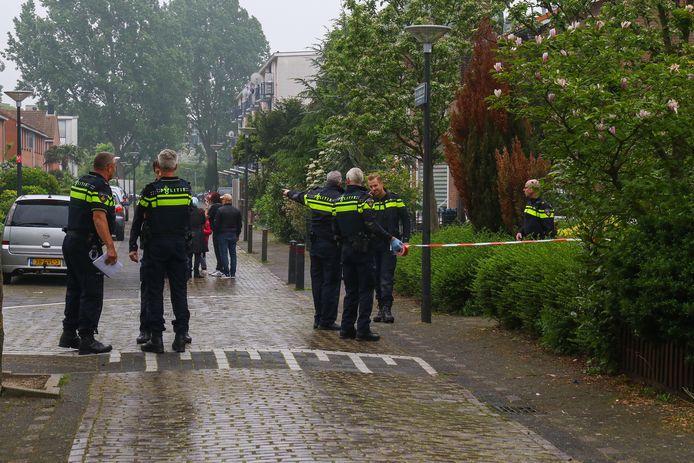 De politie rukte begin mei 2019 massaal uit naar de Paulus Buysstraat in Vlaardingen.