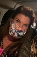 """Juliette Daelmans kan wel weer een 'opknapbeurtje' gebruiken na al die maanden van mondkapjes dragen. ,,Maar ik heb gelukkig geen 'maskne'!"""" (Maskne = mondmasker-acne)."""