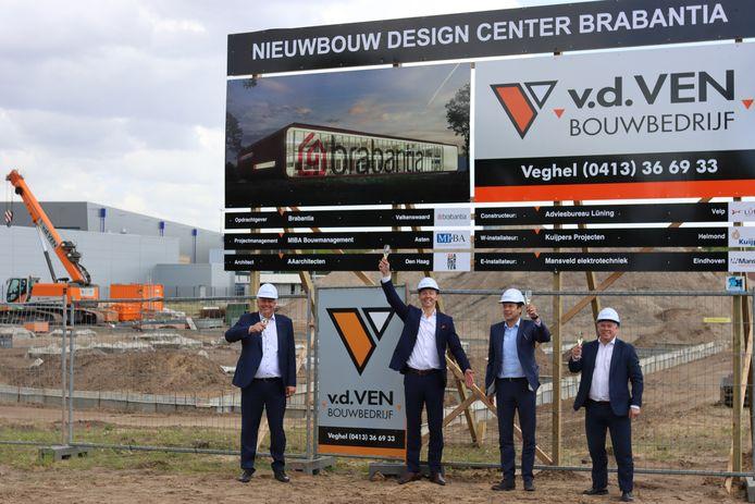 Start bouw nieuw hoofdkantoor Brabantia. Van links naar rechts: Ruud Mansveld, Tijn van Elderen, Frank van de Ven en Marco Jungbeker.
