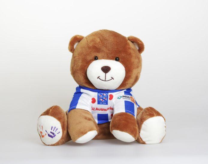 Een van de 15.000 beren in Heerenveen-shirt. Fans van de club kunnen de beren na afloop van de wedstrijd tegen FC Emmen kopen.
