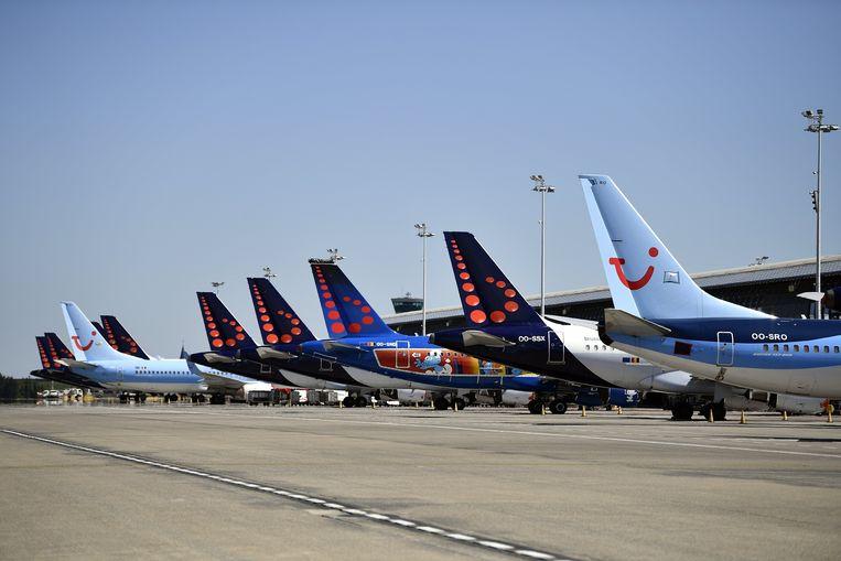 De toestellen van Brussels Airlines staan aan de grond. Beeld BELGA