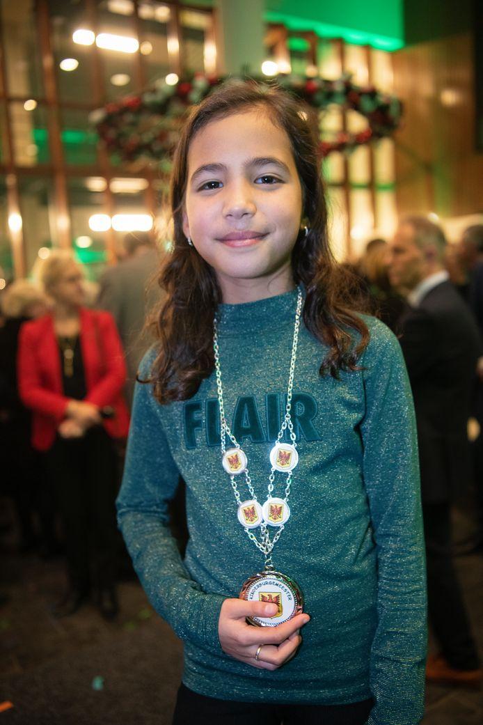 De nieuwe en eerste kinderburgemeester van Apeldoorn, Sibel Ozcan.
