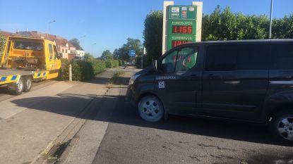 Remschijven gehuurd minibusje vatten vuur aan tankstation