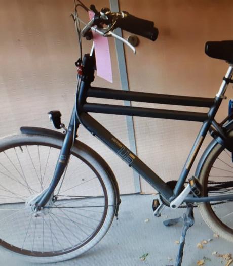 Eigenaar van fiets en kleding gezocht in Goes
